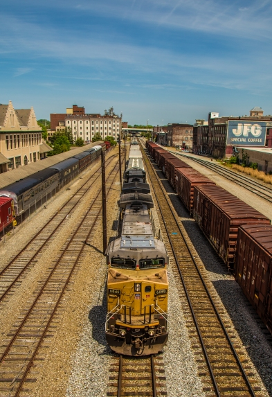 freight-train-through-downtown-knoxville_17076098427_o